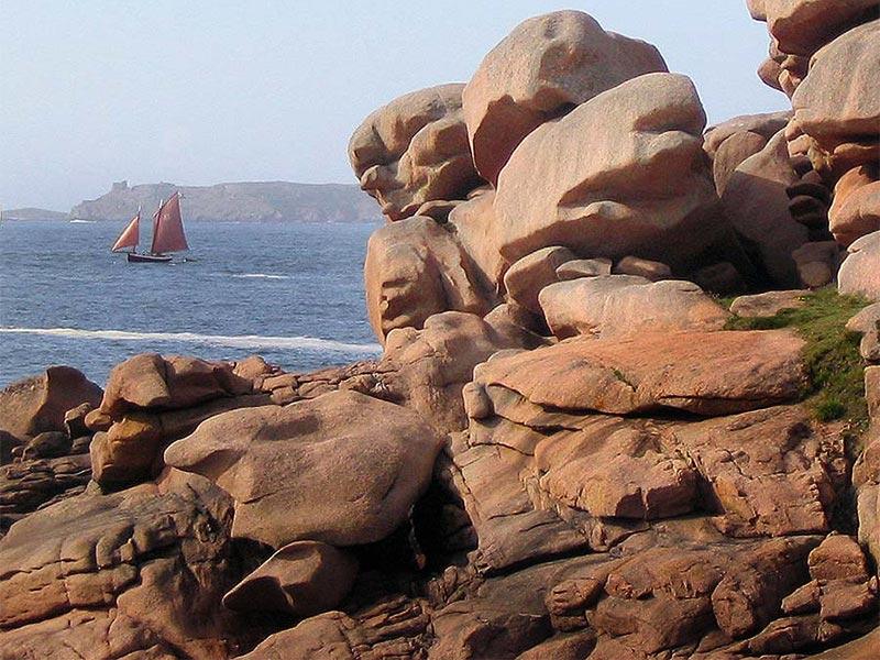 Ploumanac'h voilier granit rose © Gite Les 3 Voiles