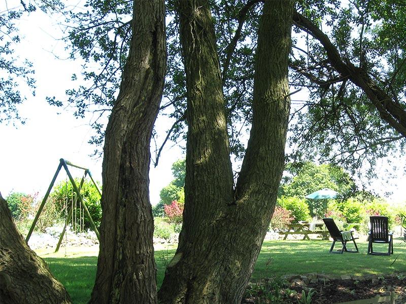 Jardin ombragé détente et tranquilité © Gite Les 3 Voiles