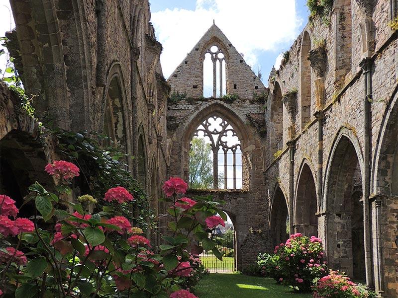 Nef et ancienne entrée de l'Abbaye de Beauport © Gite Les 3 Voiles