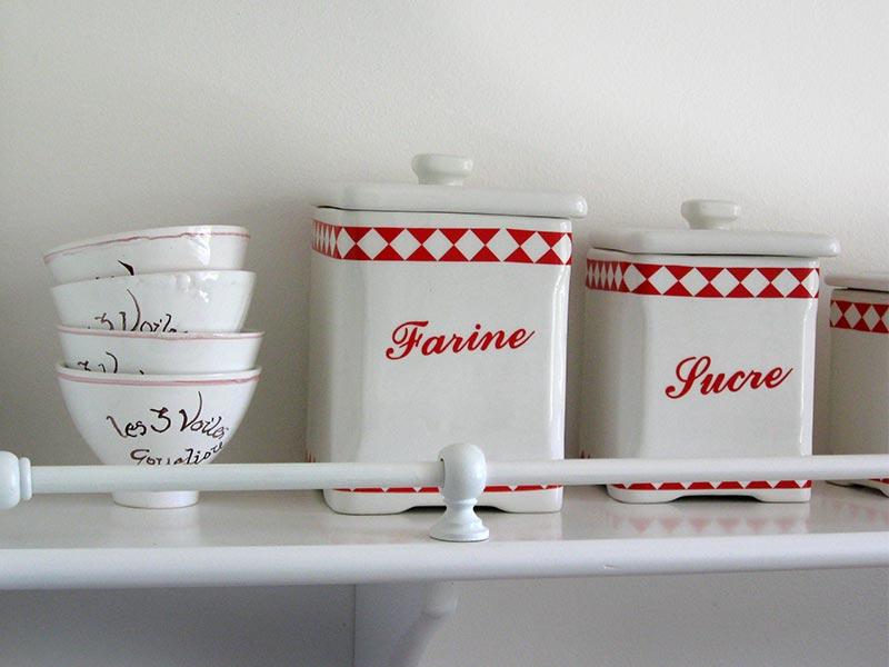 Cuisine, céramiques personnalisées © Gite Les 3 Voiles