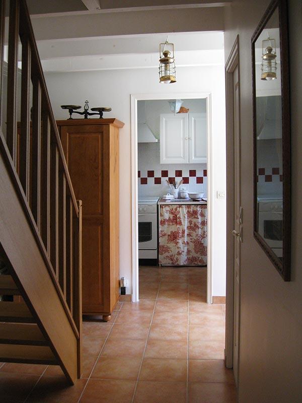 Entre la cuisine et le séjour © Gite Les 3 Voiles