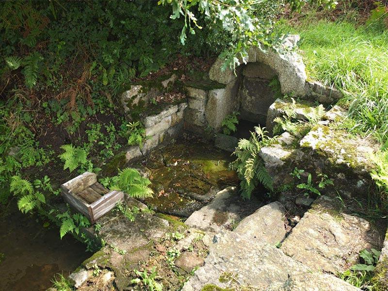 Ploumilliau fontaine © Gite Les 3 Voiles
