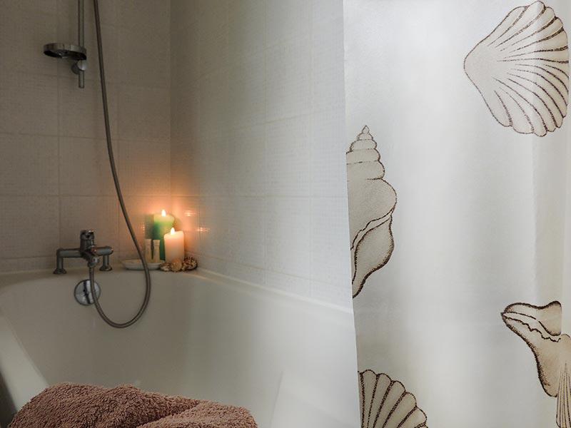 Salle de bain - baignoire © Gite Les 3 Voiles